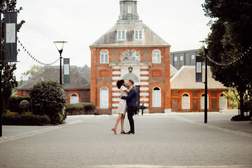 Woolwich arsenal Riverside couple photos by Hiro Arts Photography (6)